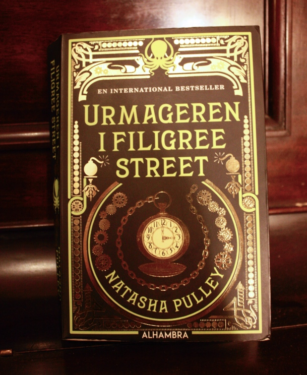 Urmageren i Filigree Street-Natasha Pulley_red